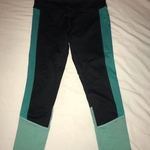 Black and Turquoise cropped workout leggings